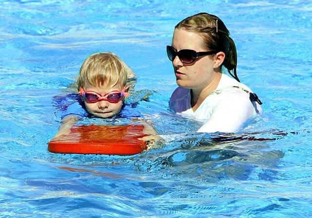 נדרש ביטוח. אימון שחייה